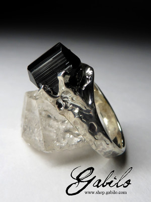 Ring with a crystal of black tourmaline