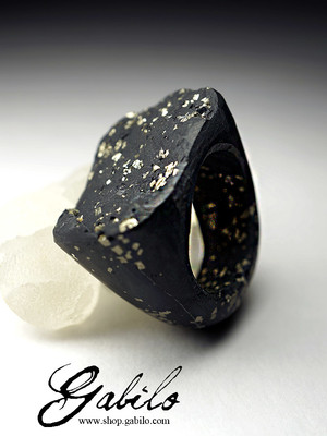 One-piece pyrite ring