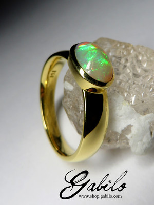 Golden ring with opal