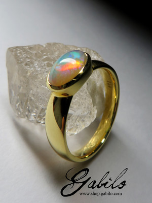Made to order: Golden ring with opal