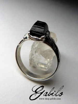Ring with black tourmaline