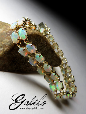 Made to order: Australian opals gold bracelet