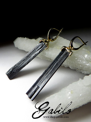 Gold earrings with black tourmaline