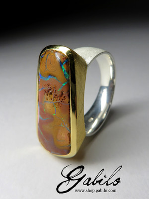 Large ring with opal shake