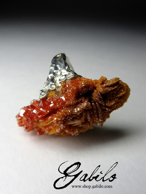 Silver ring with vanadinite