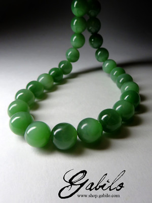 On order: beads made of jade with the effect of a cat's eye