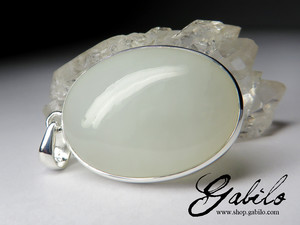 Silver pendant with white nephrite
