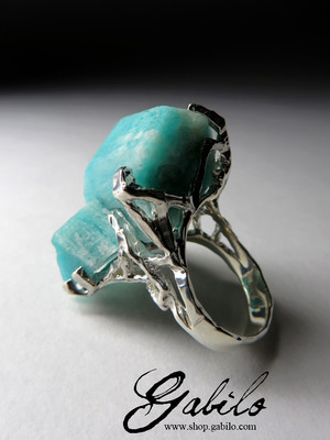 Gold ring with amazonite