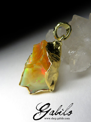 Golden pendant with Ethiopian opal