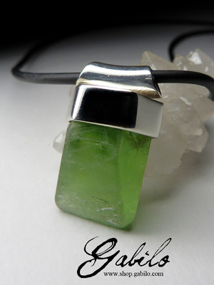 Crystal of chrysolite in silver on rubber