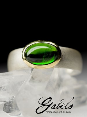 Ring with chrome diopside