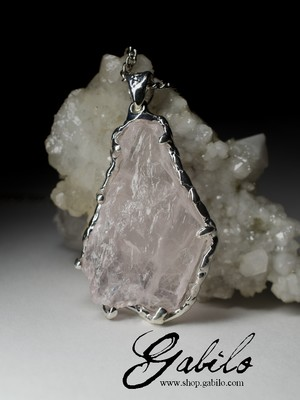 Pendant with rose quartz