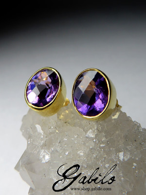 Earrings with amethyst pouches