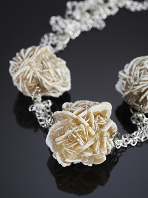 Necklace of three desert roses