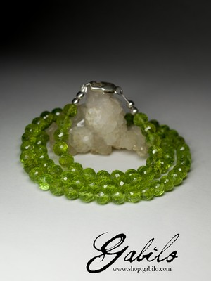 Beads of chrysolite cut circle