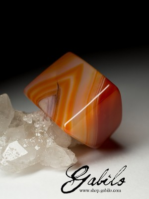 One-piece carnelian ring