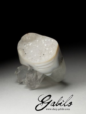 One-piece quartz ring