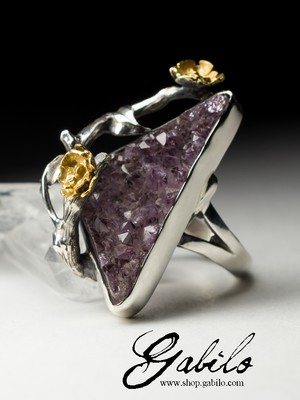 Silver ring with amethyst crystals