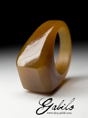 Ring of solid honey jade