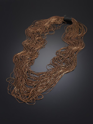 Decoration from 100 Meters of Metal Yarns Brown