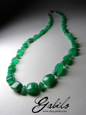 Beads of bright chrysoprase