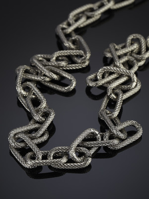 Decoration from the Large Steel Chain One Row