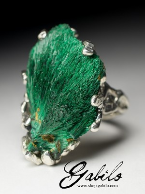 Silver ring with plastique malachite