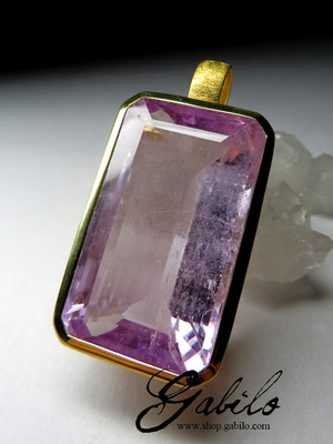 Large pendant with kunzite