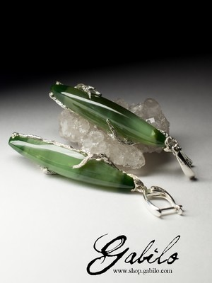 Silver earrings with nephrite with the effect of a cat's eye with a certificate