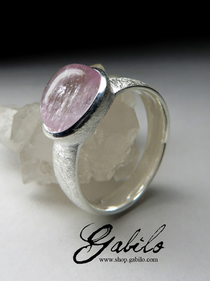 Ring with kunzite