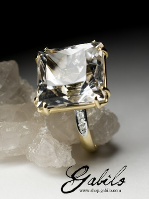 Rock Crystal Gold Ring with Diamonds