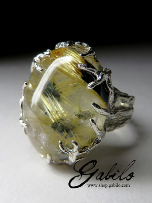 Silver ring with quartz hairy