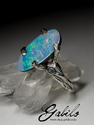 Silver ring with doublet opal