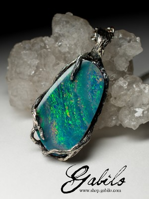 Silver pendant with doublet opal
