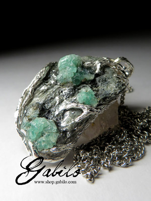 Men's green beryl on the breed necklace with gem report MSU