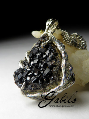 Pendant with andradite garnet