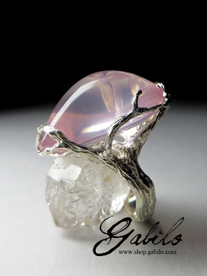 Ring with pink quartz in silver