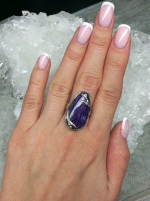 Ring with Charoite in silver