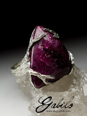Silver ring with eudialyte