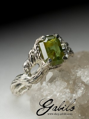 Silver ring with demantoid