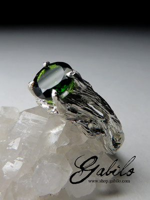 Silver ring with chrome diopside