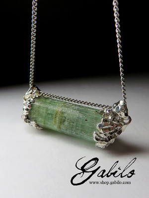 Silver pendant with green beryl