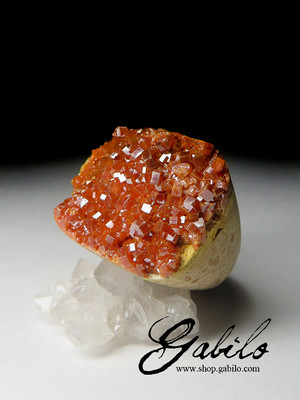 A single ring of vanadinite