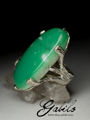 Large ring with chrysoprase