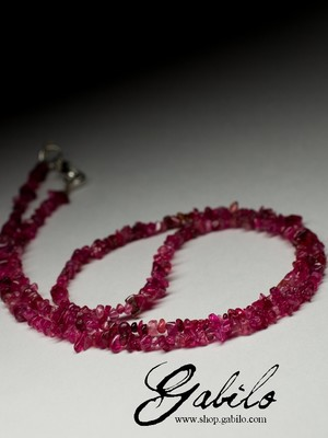 Beads from spinel