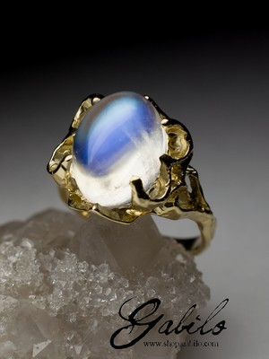 Made to order: Moonstone Gold Ring