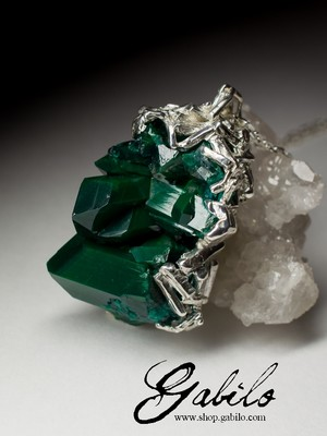 Silver pendant with dioptase