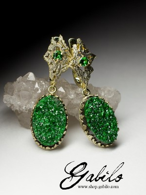 Gold earrings with uvarovite and tsavorite