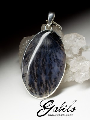 Pendant with moss agate