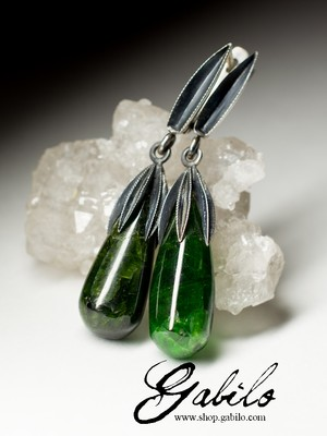 Earrings with chrome diopside in silver with black